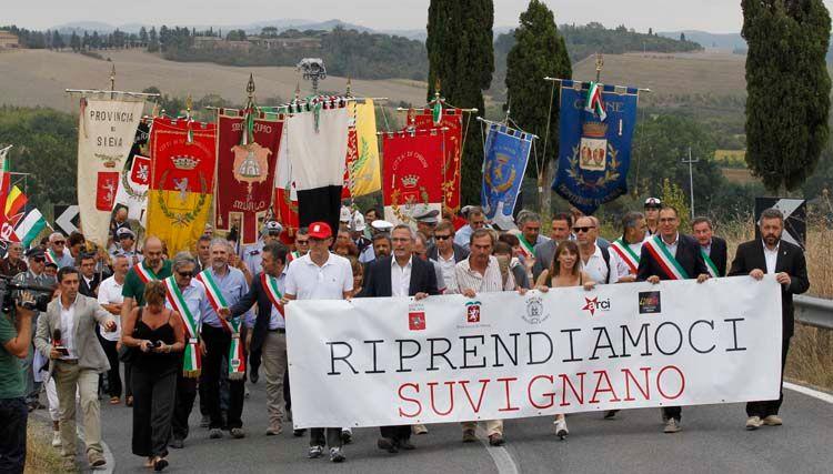"""OLTRE 1.000 PERSONE ALLA MANIFESTAZIONE DI SUVIGNANO: """"LA MAFIA SI BATTE COLPENDOLA NEI SUOI INTERESSI"""""""