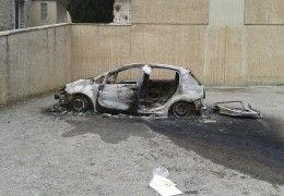 CADAVERE DI UN UOMO DENTRO UN'AUTO BRUCIATA A MAGIONE. FORSE UN SUICIDIO