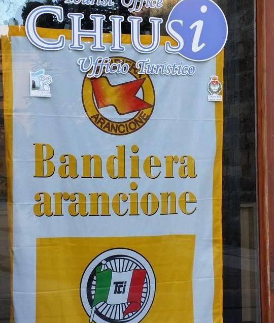 CHIUSI BANDIERA ARANCIONE DEL TOURING. MA E' SOLO UN RIENTRO IN GRUPPO, NON UNA VITTORIA DI TAPPA…