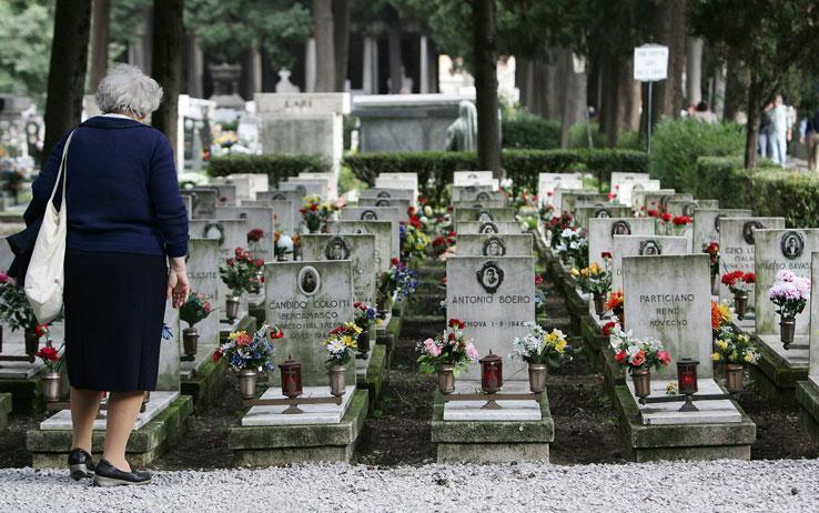 ALLARME ITALIA: SI MUORE DI PIU' E CI SI CURA DI MENO. E' UNA STRATEGIA?