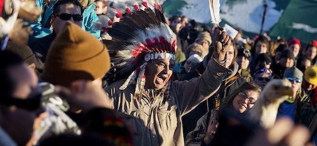 Donald Trump sblocca due mega oleodotti e riapre la guerra con gli indiani. I Sioux sul sentiero di guerra