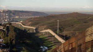 """No al muro di Trump: Roger Waters pensa al concerto """"the wall"""" al confine tra Usa e Messico"""