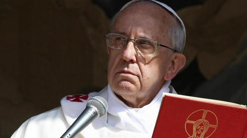 """I manifesti contro il Papa e…  le lettere anonime di 15 anni fa contro il """"compagno vescovo"""" Cetoloni"""