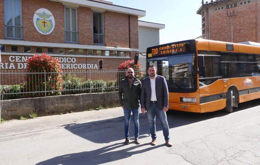 Chiusi, Bettollini inaugura anche la fermata del bus al Mar Nero. In Consiglio la questione Stadio e la cessione di un immobile alla Fondazione Orizzonti