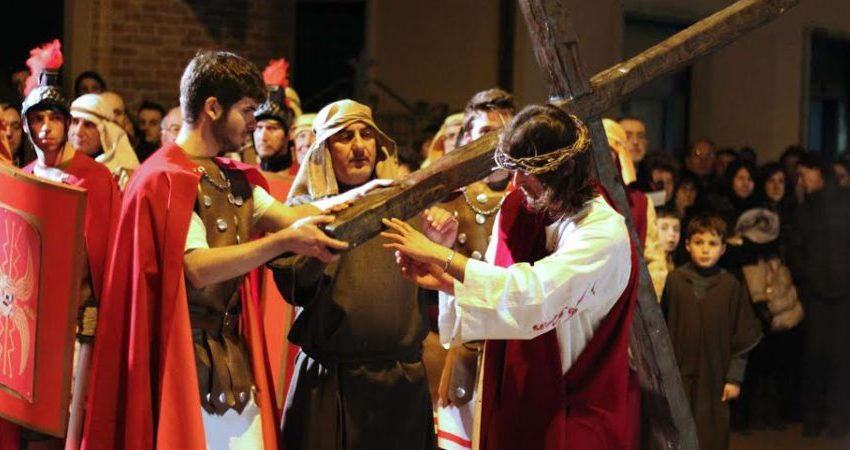 Processioni, giudeate e via crucis per celebrare il Venerdì santo