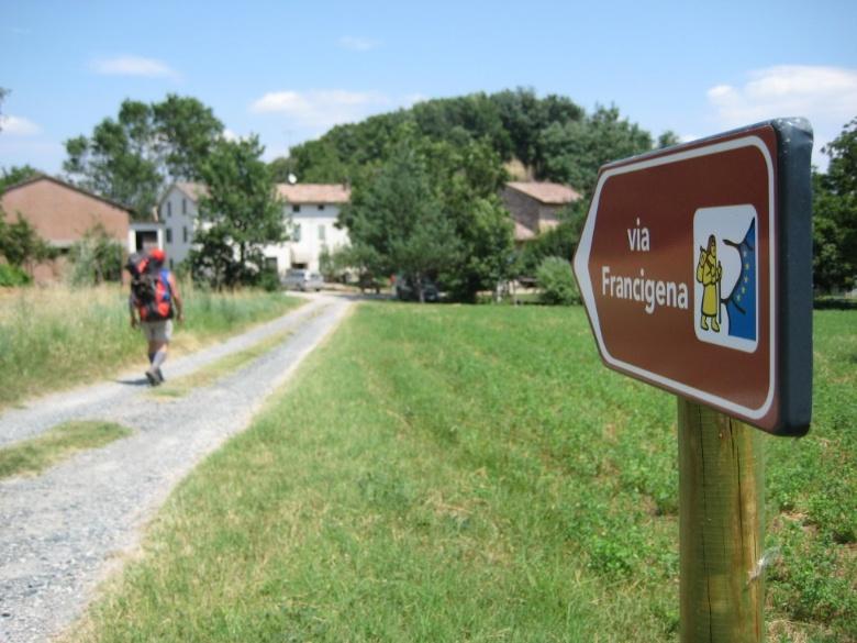 LA FRANCIGENA E LA ROMEA GERMANICA:  STRADE ANTICHE E NUOVE SUGGESTIONI, CONTRO IL LOGORIO DELLA VITA MODERNA…