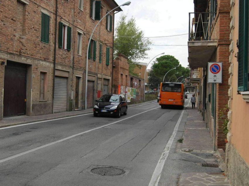 CHIUSI SCALO, 18ENNE RUMENO TROVATO MORTO IN VIA OSLAVIA. TORNA L'INCUBO DROGA