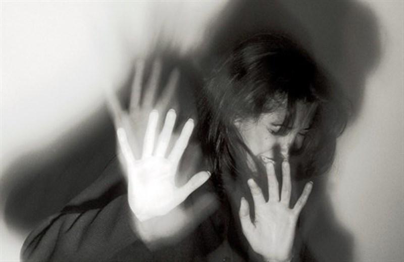 I DATI DEL MINISTERO DELL'INTERNO: DIMINUISCONO OMICIDI, FURTI, RAPINE E SBARCHI DI IMMIGRATI. AUMENTA SOLO LA VIOLENZA SULLE DONNE, PER L'80% AD OPERA DI ITALIANI E FAMILIARI