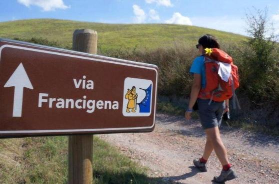 DATI 2017: TURISMO MORDI E FUGGI IN VALDICHIANA. MONTEPULCIANO VOLA, CHIUSI DI RINCORSA…