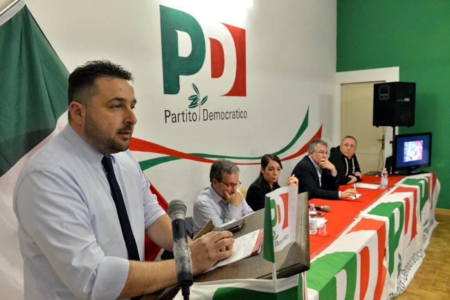 CHIUSI, IL PD IMPLODE: 5 SEGRETARI DIMISSIONARI, TUTTI CON RENZI E SCARAMELLI. QUALCHE CONSIGLIERE PURE. BETTOLLINI COSTRETTO AD ALLARGARE LA MAGGIORANZA AD ITALIA VIVA…