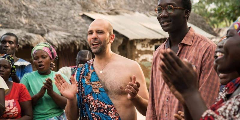 'HO VISTO UN FILM': CHECCO ZALONE E LA SUA AFRICA. LO SCRITTORE GIOVANNI DOZZINI RACCONTA TOLO TOLO